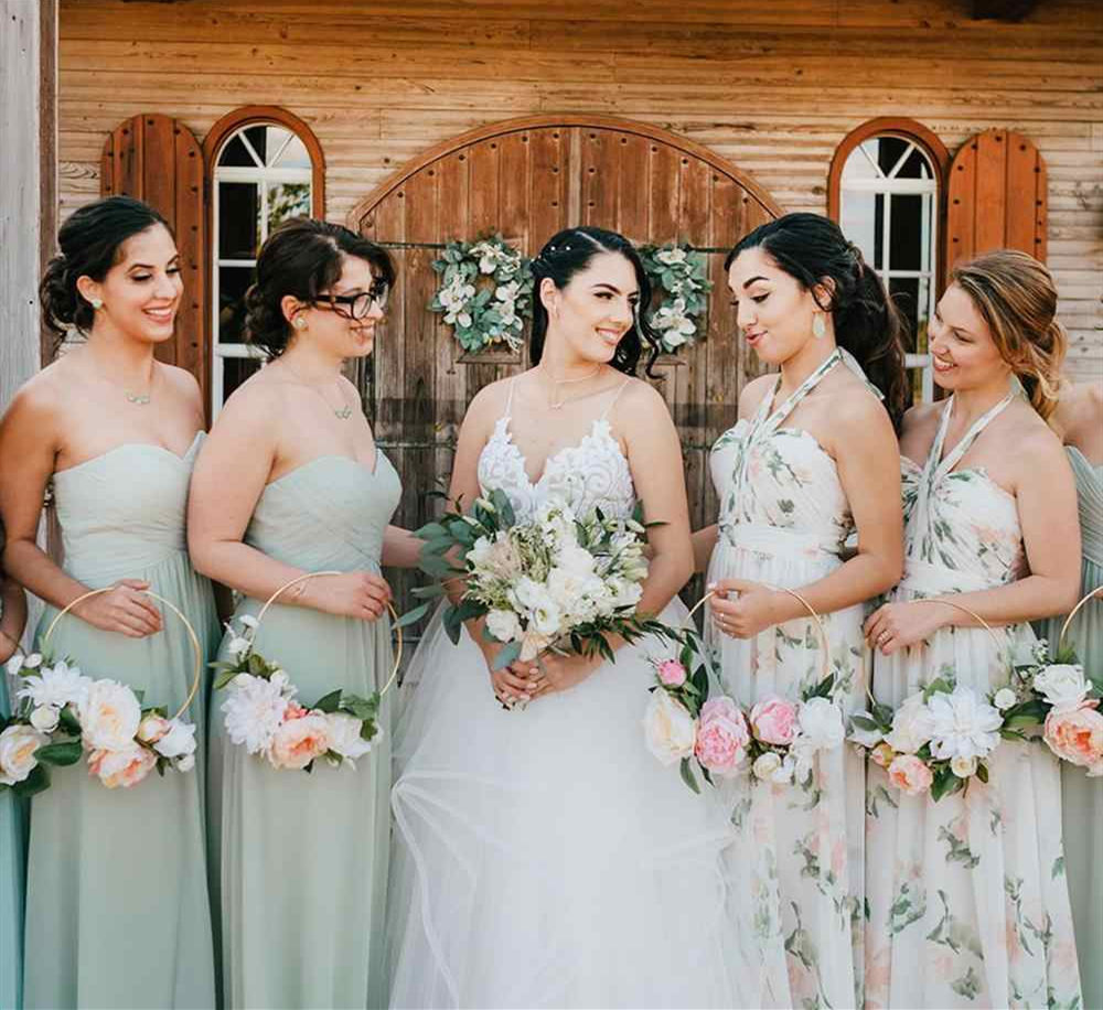 Bouquet styles for bridesmaids on wedding site